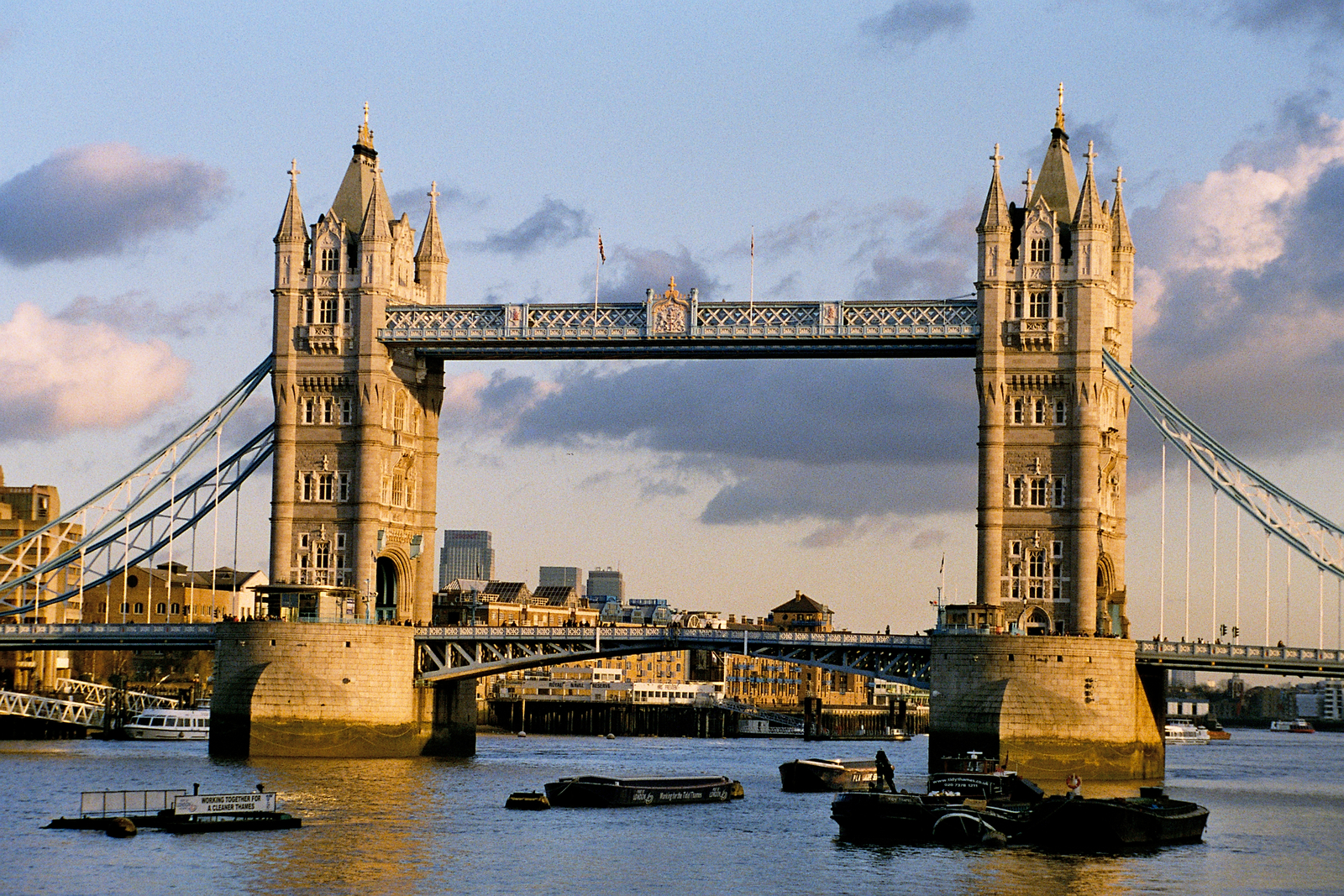 Tower_Bridge_sunset_December_2006.jpg